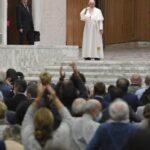 """Papa Francesco: """"Dio ci ascolta, per Lui non siamo numeri ma volti e cuori"""""""